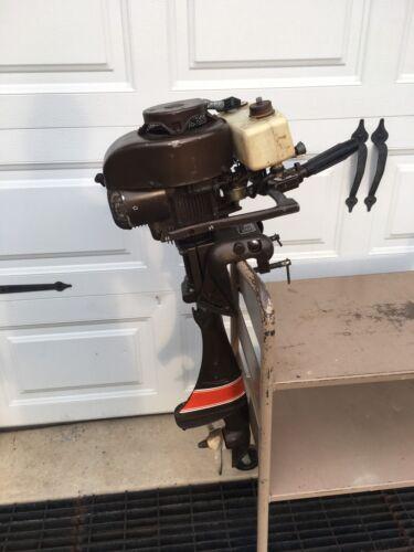 Vintage clinton outboard motor vintage outboard motor gas for Gas tanks for outboard motors
