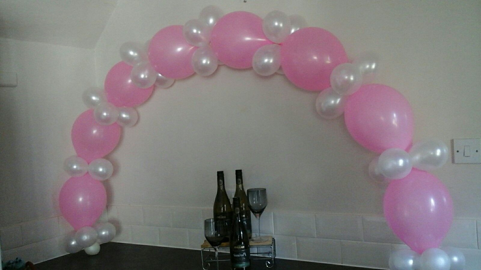Balloon arch kit no helium required ideal for food for Balloon arch no helium